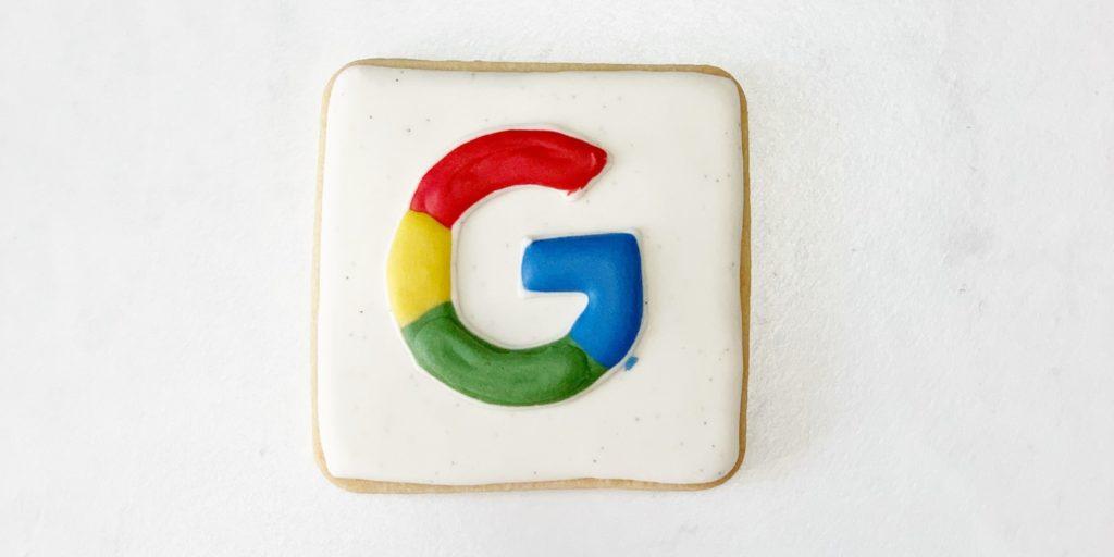 Ein Kuchen in Form des Logos von Google.
