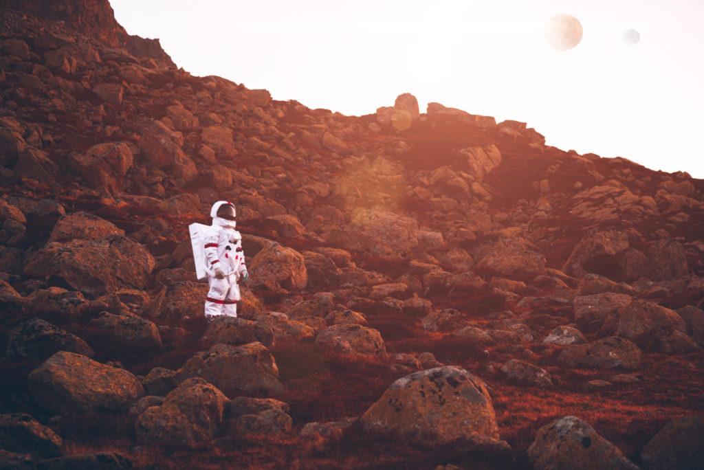 Ein Astronaut entdeckt eine neue Welt – ein Sinnbild für die vierte Urgeschichte des digital Storytellings.
