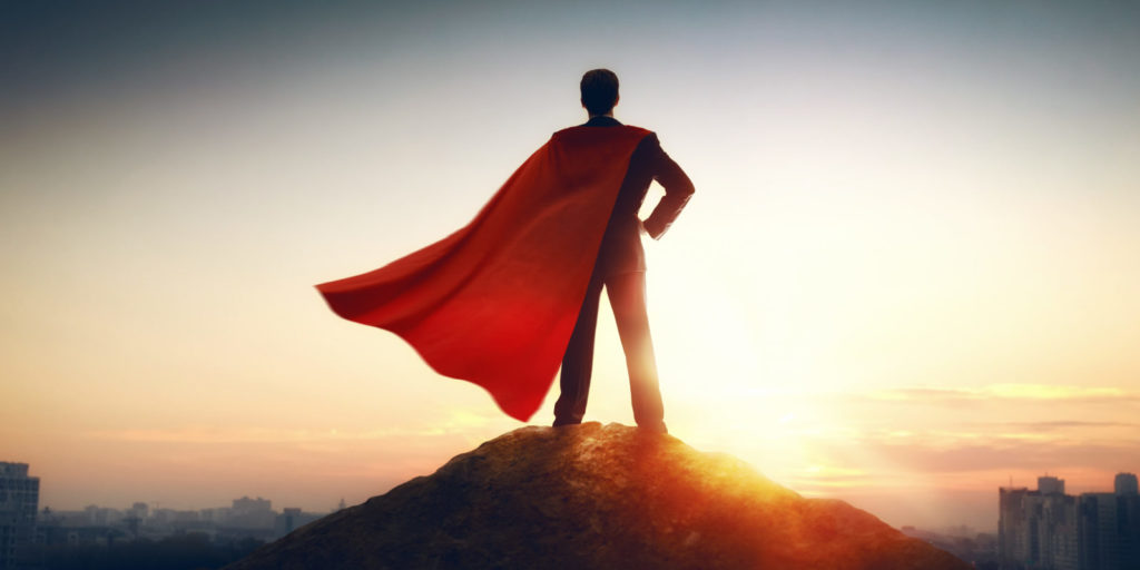 Ein Held im Cape steht auf einem Berg als Beispiel für digital Storytelling.